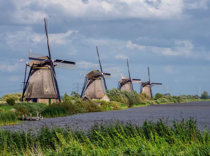 Obrazek przedstawiający wiatraki w Holandii