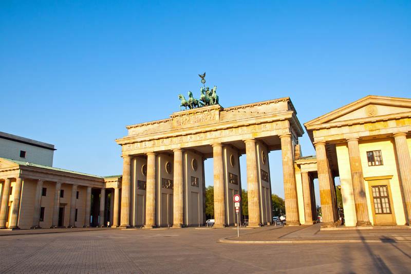 Obrazek przedstawiający bramę brandenburską w Niemczech